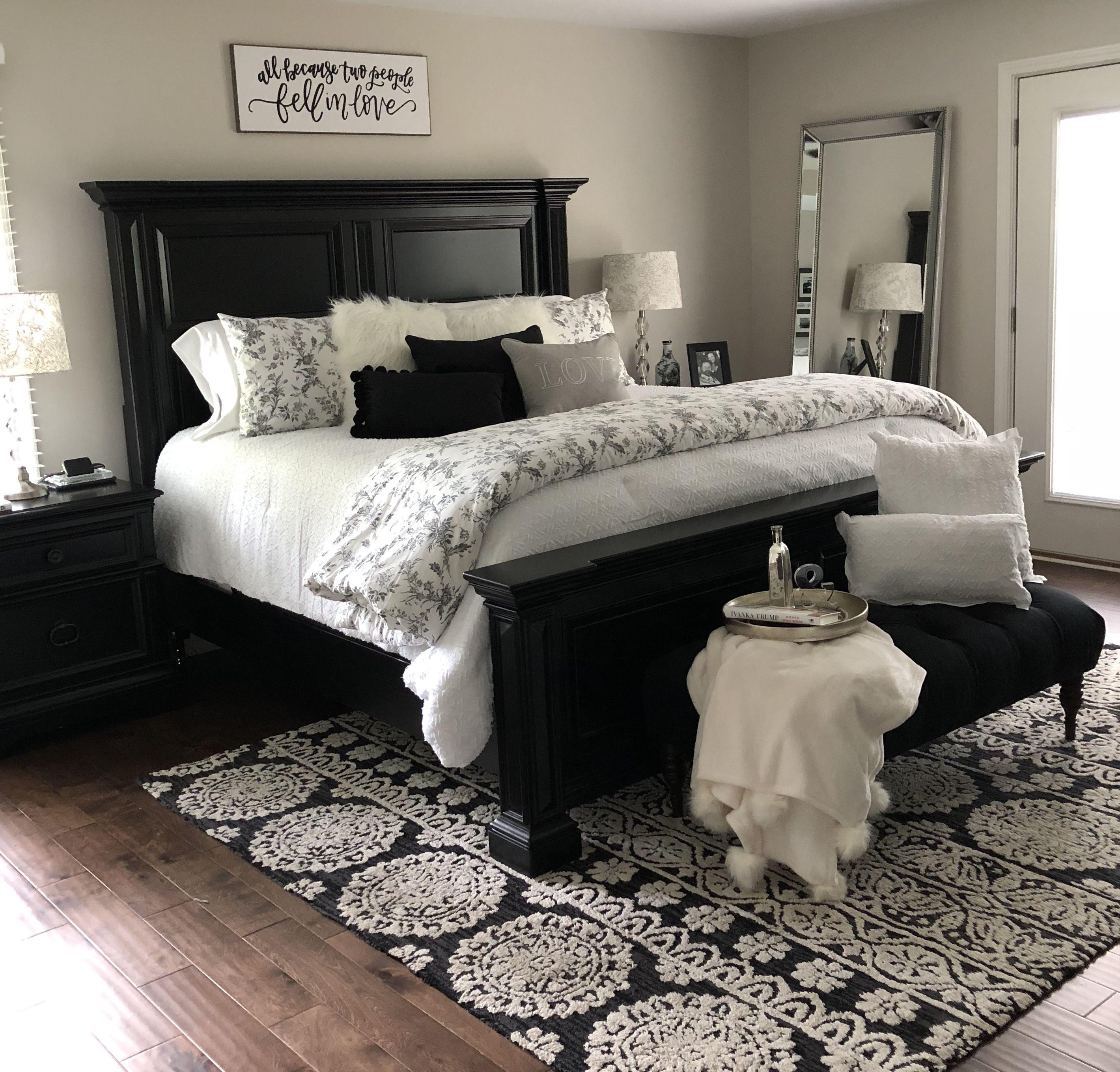 Black And White Master Bedroom Bedroom Decor Master For Couples Bedroom Decor For Couples Master Bedrooms Decor Master bedroom ideas black