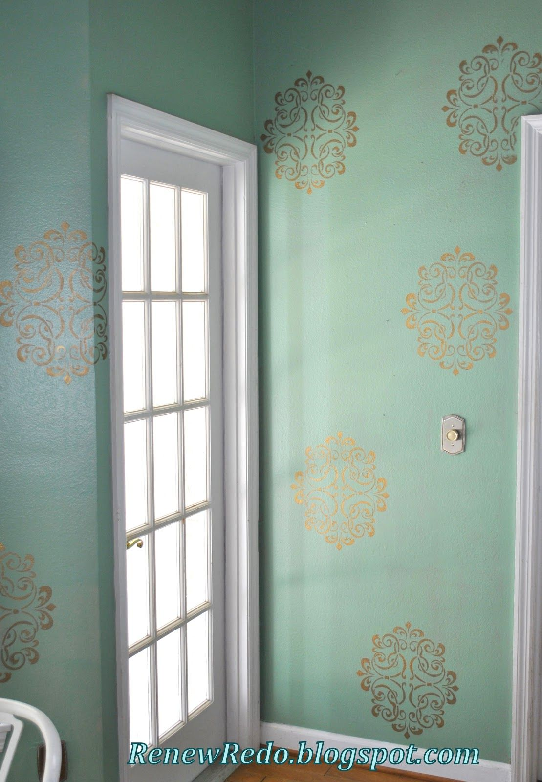 love this stencil from hobby lobby silver shimmer paint in a rub and buff gold leaf stencilled walls with http www