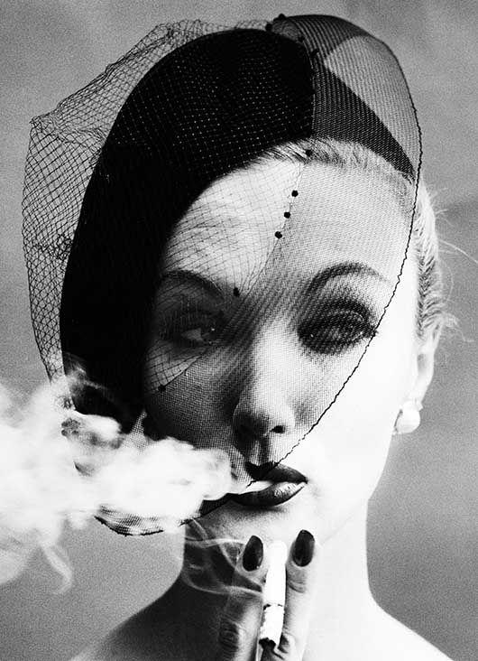 Smoke + Veil, Paris 1958 © William Klein
