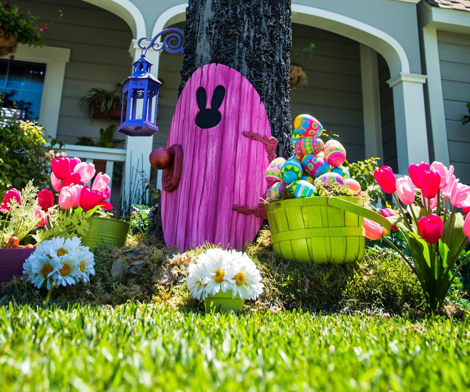Easter Bunny Door 20 (DAVE LOWE DESIGN the Blog) Easter bunny - front yard halloween decorations
