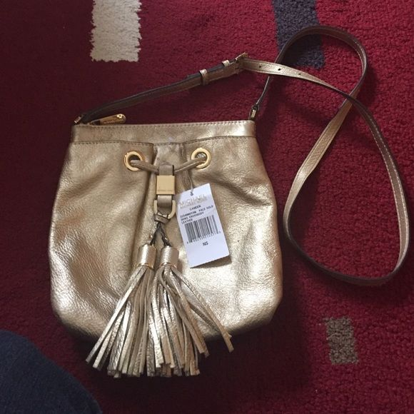 Michael Kors crossbody Excellent condition and clean all around. Just minor wear at the back . REASONABLE OFFERS WELCOME Michael Kors Bags Crossbody Bags