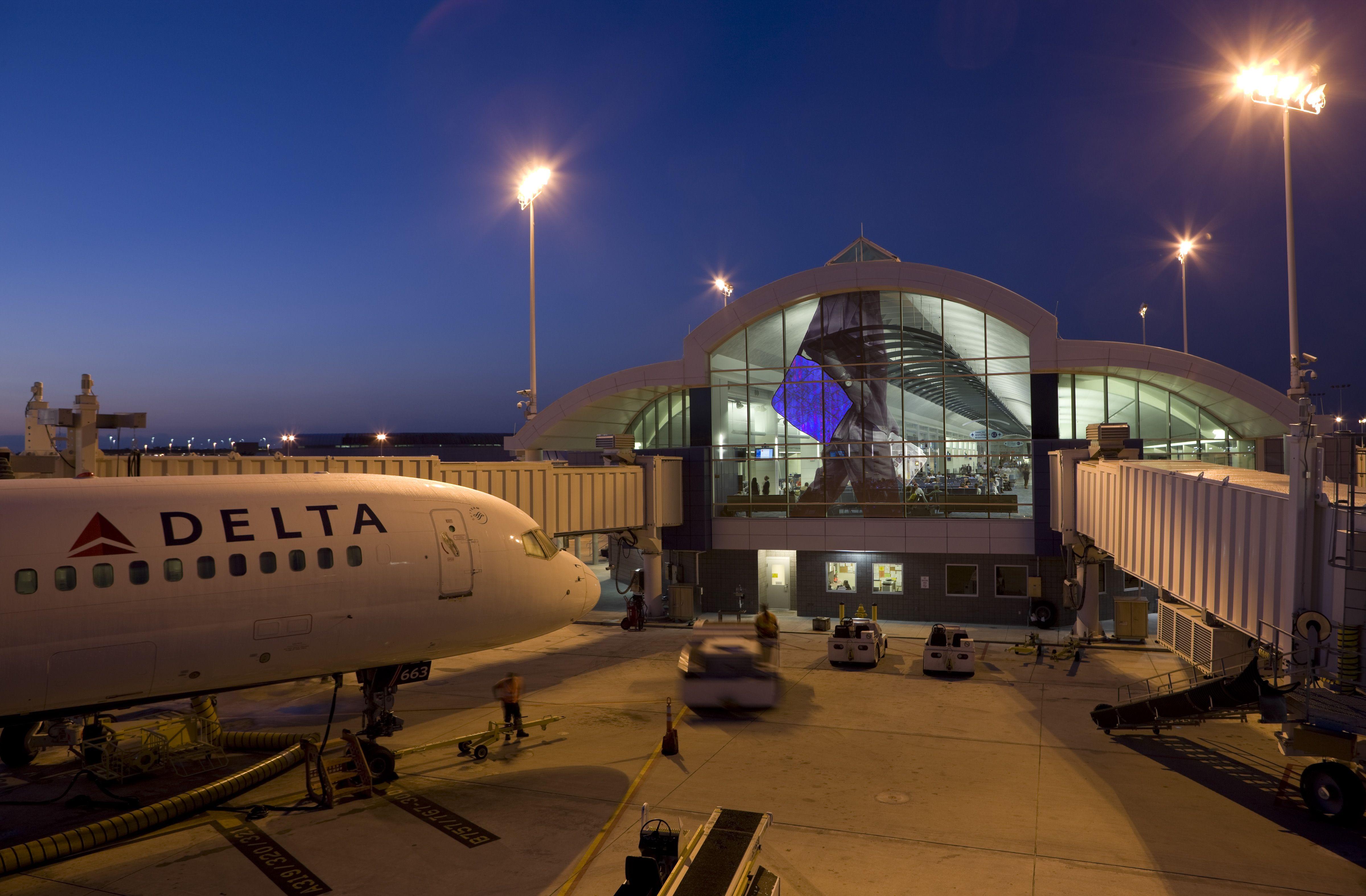 Gotta Go, Jacksonville International Airport, 2008 | 2 ...