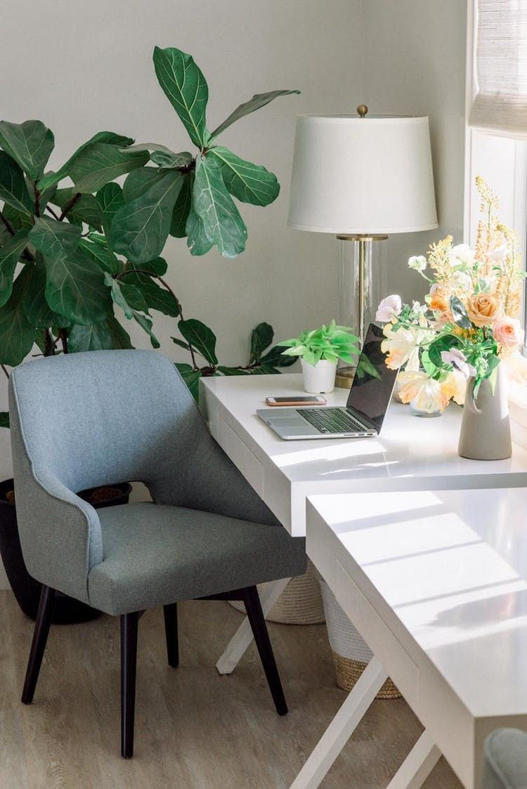 Get a peek inside this wedding plannerus modern california home in