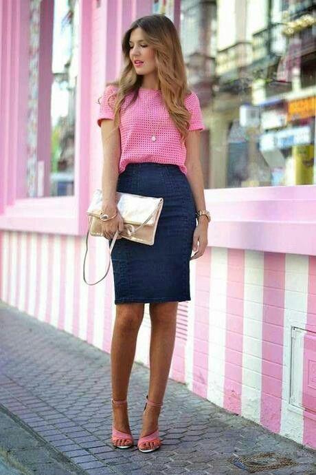 8664acd5d550 Falda lapiZ de jean y blusa rosada   MoDA --- Lokk   Outfits, Falda ...