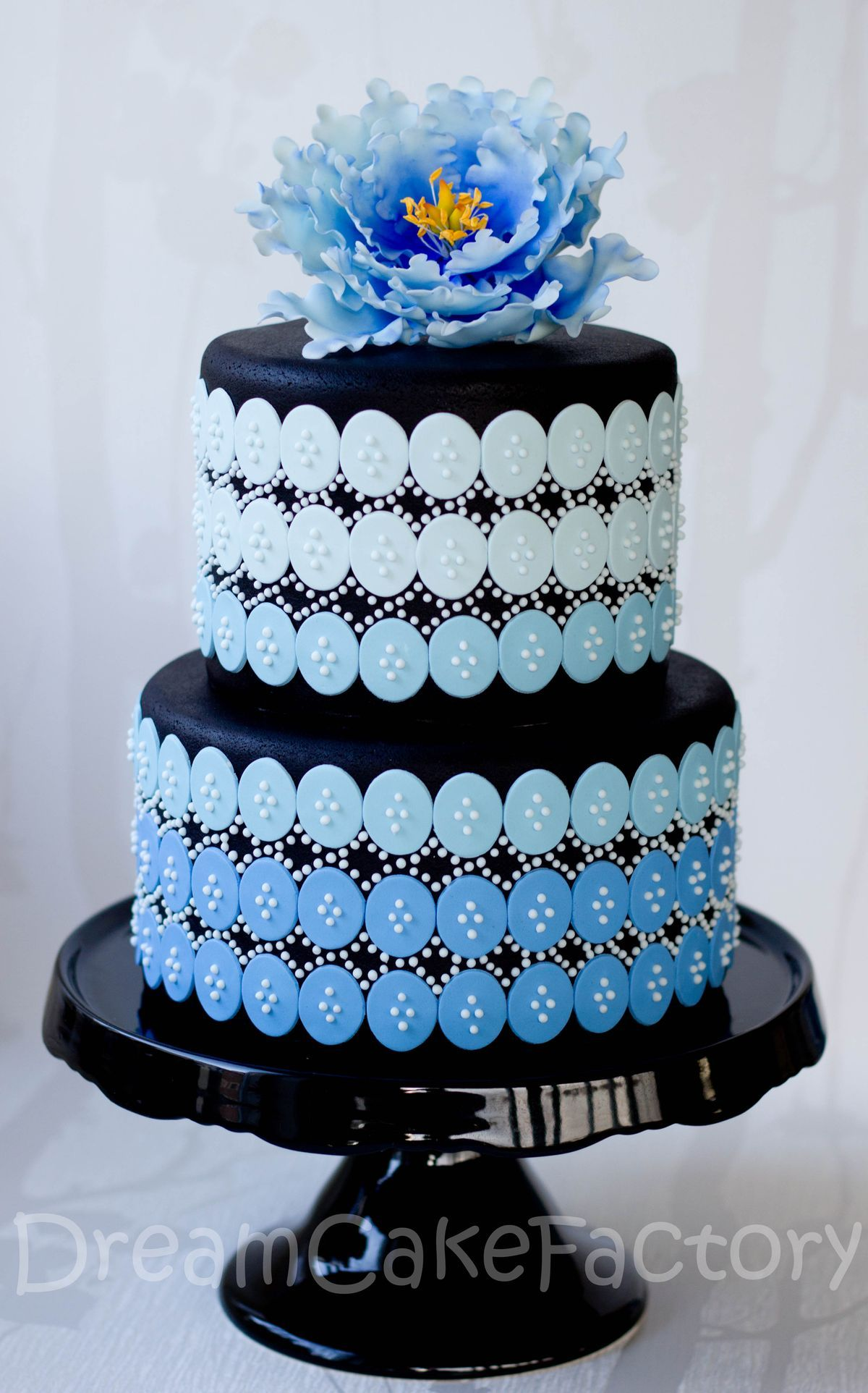 Blue and black wedding decor  Passion of cakes by Le Delizie di Amerilde  Cake Design Flowers and