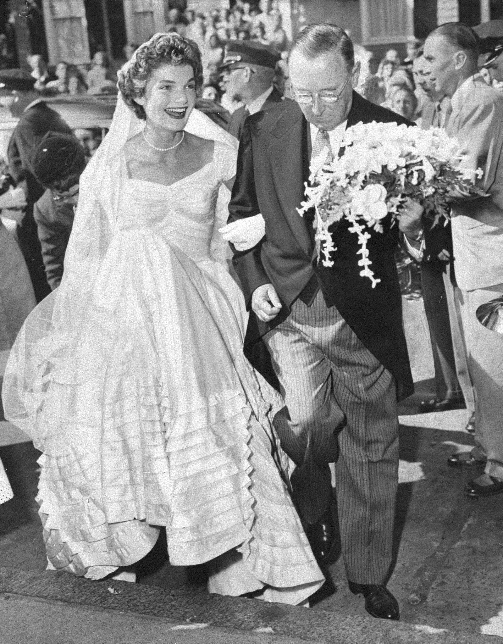 Carolyn kennedy bessette wedding dress  Jackie Kennedyus Wedding to John F Kennedy  Mere zee Dotes