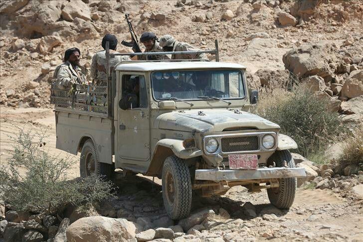 Toyota سيارة شاص تويوتا تقل جنود يمنيين Suv Suv Car