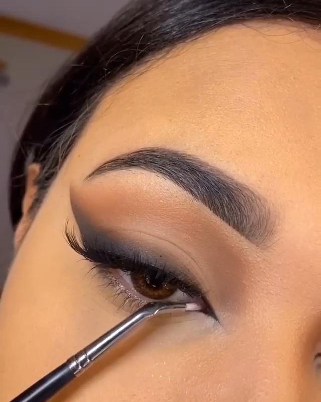 LOOK DE OJOS EN NEGRO Y MARRÓN  – Maquillaje