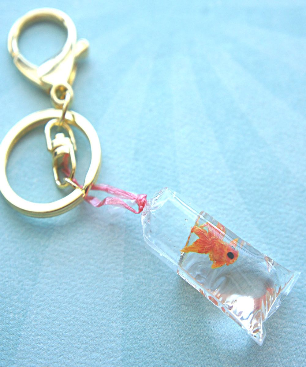 goldfish in a bag keychain bag charm my wishlist pinterest basteln gie harz und miniatur. Black Bedroom Furniture Sets. Home Design Ideas