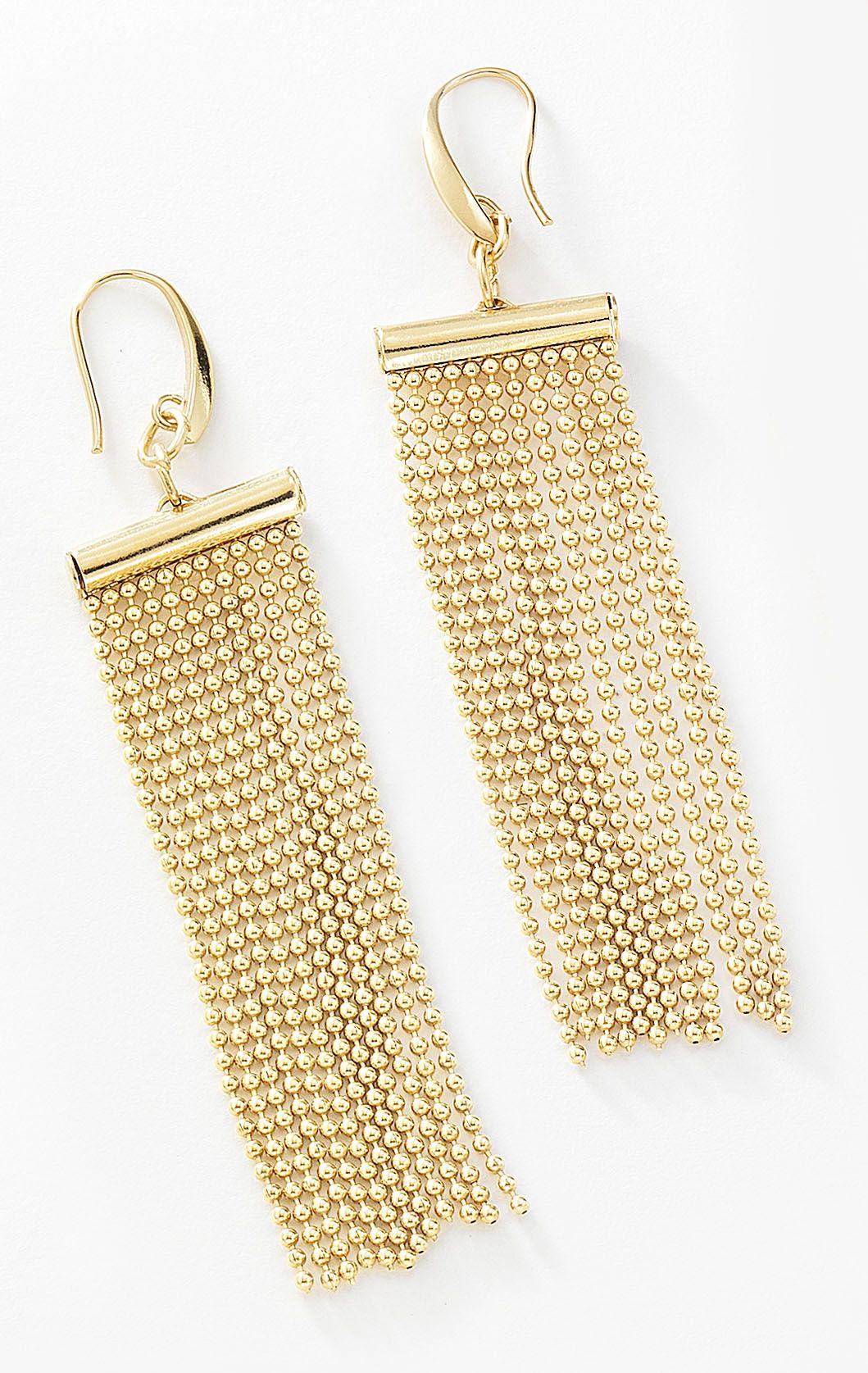 89c563aa8064 Serás la sensación con éstos aretes con finas cadenas colgantes elaborado  en 4 baños de oro de 18 kt y. Modelo