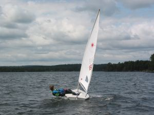 So Many Small Sailboats Which One Is Right For You Small Sailboats Sailboat Small Yachts