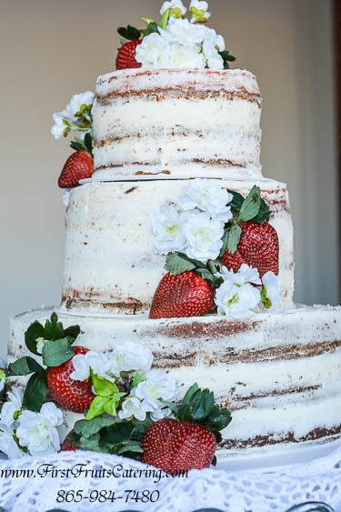 How to stack 3 layer wedding cakes