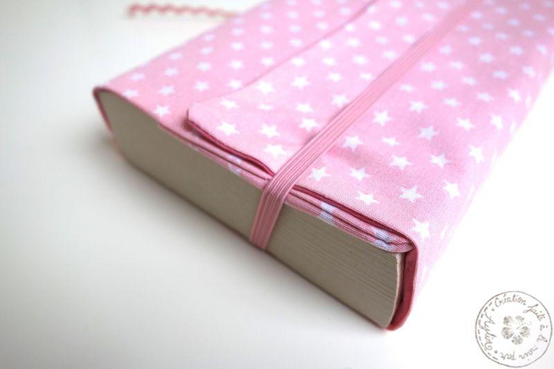 Couverture De Livre Rose Avec Des Etoiles Blanches Les