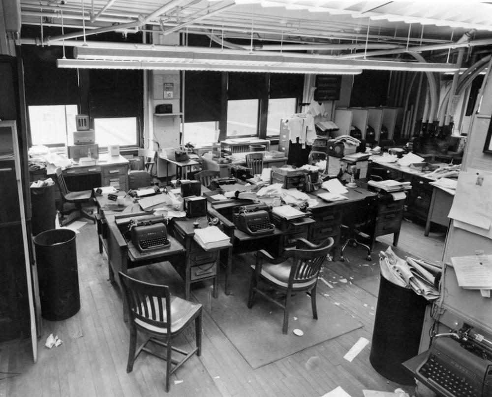 Newsroom Typewriters Google Search Journalism Tough Better Music