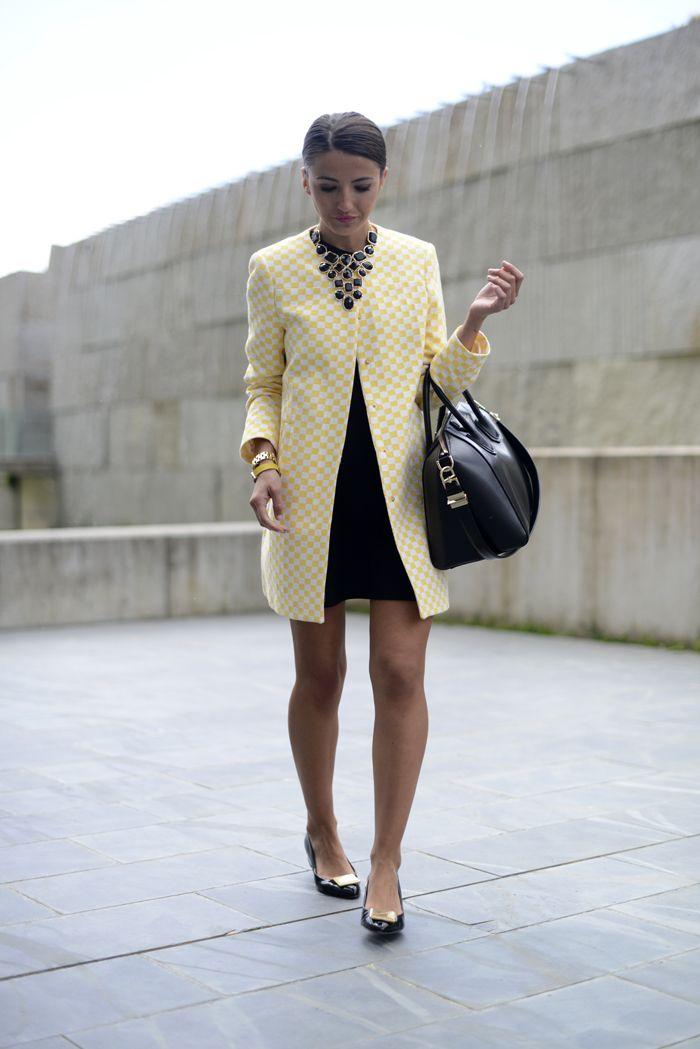 Hát nem egyszerűen nagyszerű Alexandra a Lovely Pepa bloggerének outfit-je? Sárga kabát statement nyaklánccal. A kabátot a Zarában ti is beszerezhetitek. #fashionfave #lovelypepa #statement