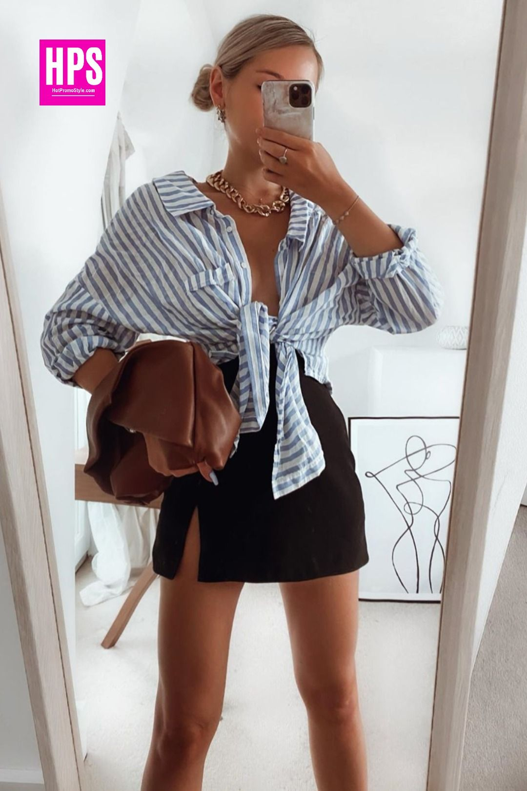 Quickly whilst it's still summer! The simplicity of this outfit makes it special for me. This shirt is an old wardrobe staple but I found a dupe. #outfitinspiration #falloutfits #fashioninspo #accessoriesinspo #styleoftheday #londonstyle #styleblogger #fashionblogger #ootdfashion #londonist #zaramania #ootdinspiration #outfitoftheday #stylediary #summeroutfits #travellondon #londondays #styleinfluencer #fashioninfluencer #mylookoftheday #outfitselfie #zaraoutfit #styledaily #autumnoutfit