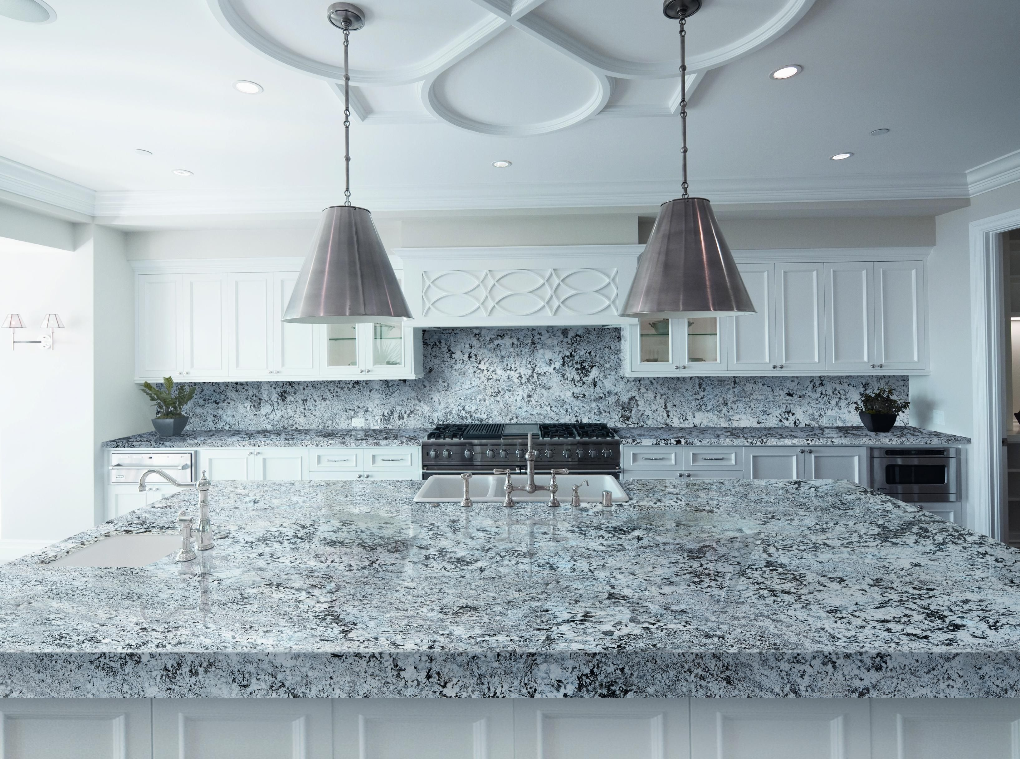 Lennon granite kitchen. Lennon is extracted from Levantina\'s own ...