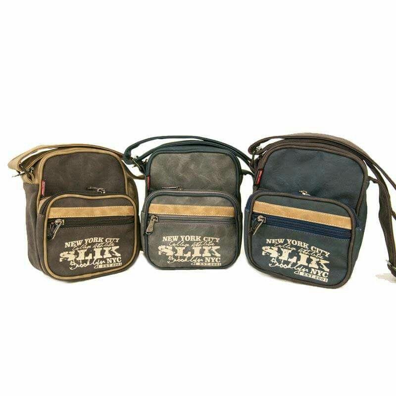 #Bolso #manoslibres en lona sintética #SLIK Accesorios, tiene un #bolsillo principal en la tapa de arriba con cierre, bolsillo sobre puesto con detalle en #sintético y estampación en la tapa principal. http://www.slik.com.co/coleccion/bolsos.html