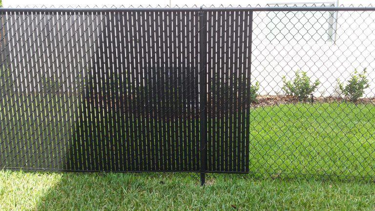 Pin By Yevheniia Smolinska On Objects Fences Gates In 2020 Fence Slats Black Chain Link Fence Vinyl Privacy Fence