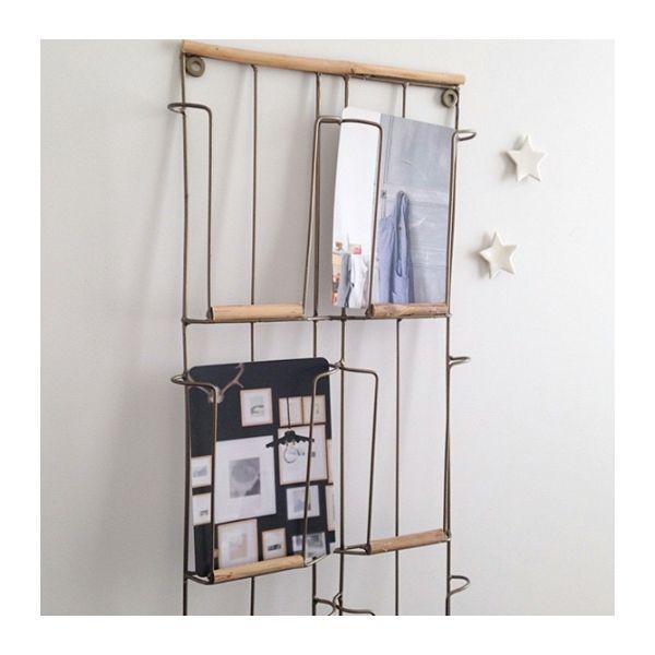 porte cartes postales m tal et bois le rep re des belettes j 39 aimerai comme cadeaux. Black Bedroom Furniture Sets. Home Design Ideas