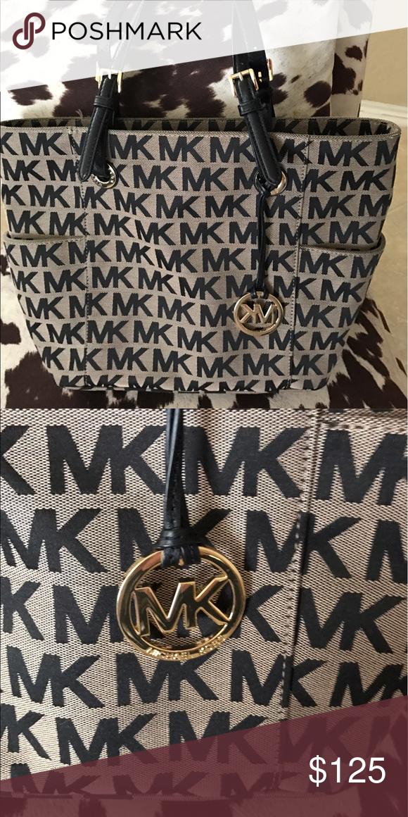 1b68b05dac1fbe Spotted while shopping on Poshmark: Michael Kors bag.! #poshmark #fashion #
