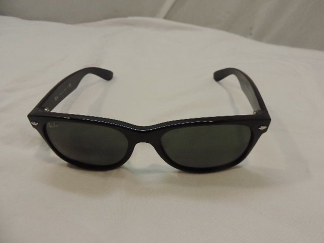NEW BLACK RAY-BAN NEW WAYFARER CLASSIC SUNGLASSES  MODEL # RB2132