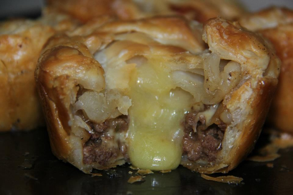 Mince N Cheese Pie New Zealand Meat Pie Recipe Mince And Cheese Pie Kiwi Recipes