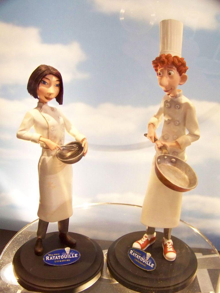 Disney Pixar Ratatouille Colette And Linguini Statues Ratatouille Disney Disney Pixar Disney Costumes