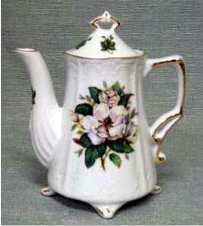 Magnolia tea pot