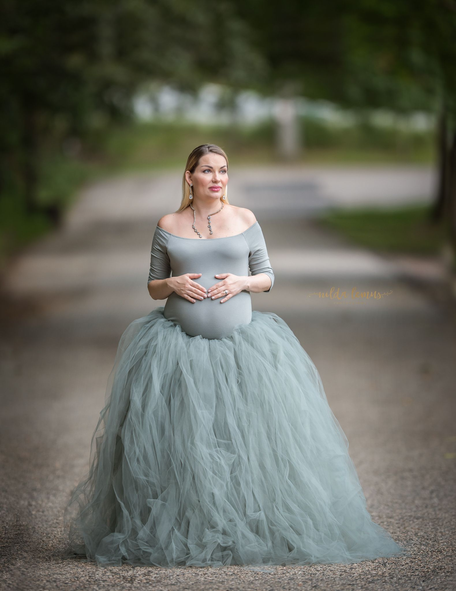 beautiful maternity session,maternity gown,timeless maternity ...