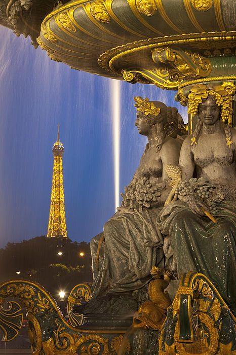 Fontaine des Fleuves, Paris France
