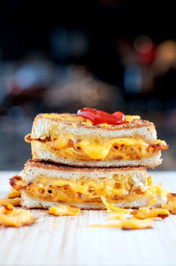 Mac & Cheese Grilled Cheese | bsinthekitchen.com #grilledcheese #macaroni #bsinthekitchen
