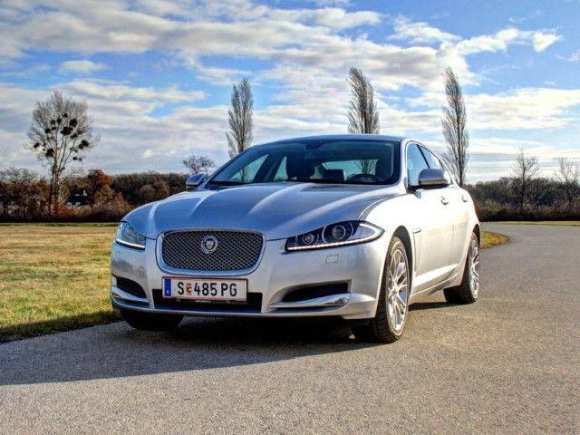 [Jaguar XF 2,2D] Downsizing ist auch bei Jaguar angesagt, und so gibt es nun erstmals auch einen 4-Zylinder Diesel für den XF. In unserem Test zeigt der kleine Diesel, ob er zum eleganten Jaguar passt. #jaguar #xf
