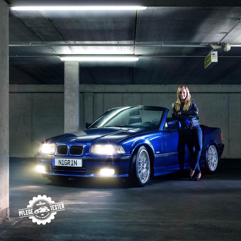 Sabrina (28) aus Unterfranken fährt mit ihrem BMW 328i vor. Der metallic-blaue Flitzer bringt insgesamt 193 PS auf die Straße.