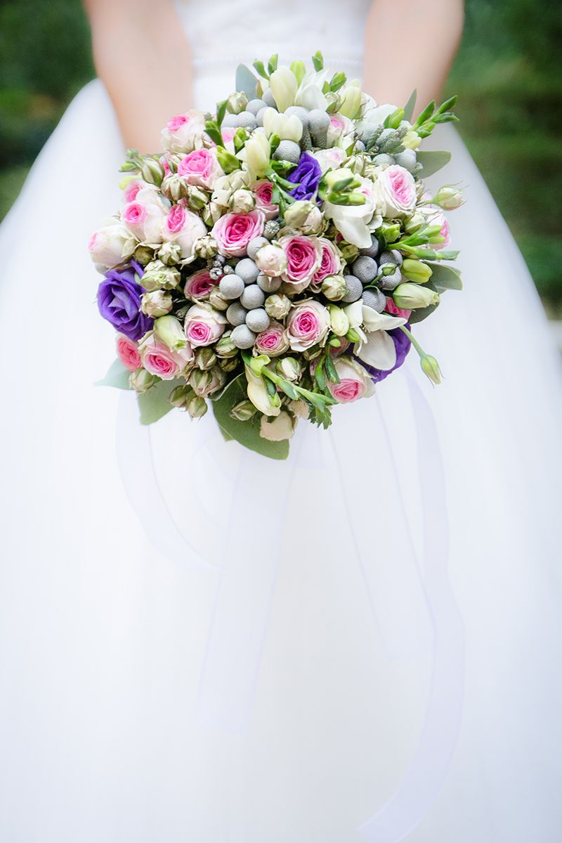 Love this cute bouquet of small roses and wild green flowers the love this cute bouquet of small roses and wild green flowers the splash of natural izmirmasajfo