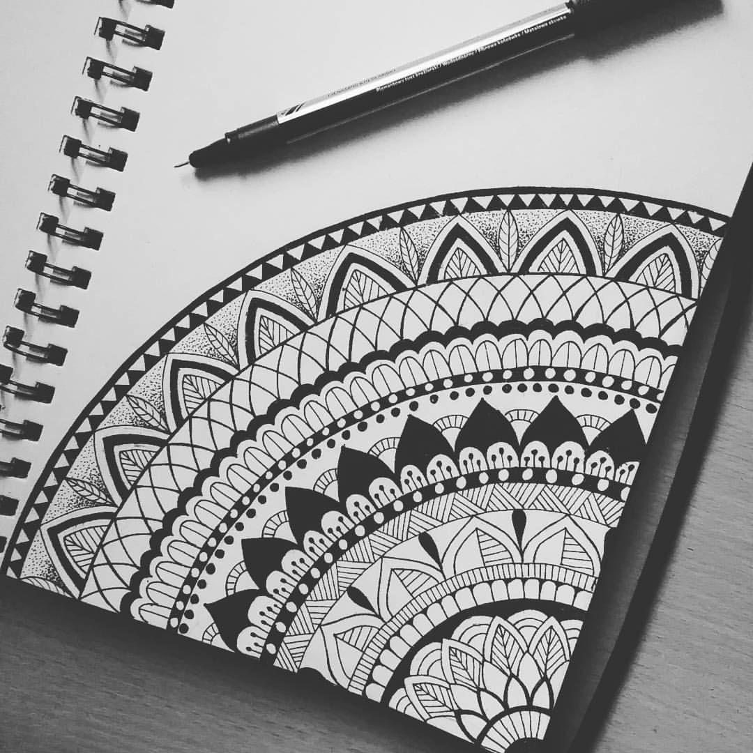 "Sylvia on Instagram: ""#mandala #mandalaart #zentagle #drawings #mandalaslovers #art #ink #creative #illustrations #blackandwhite #doodle #instaart #zendoodle"" • Instagram #mandala"