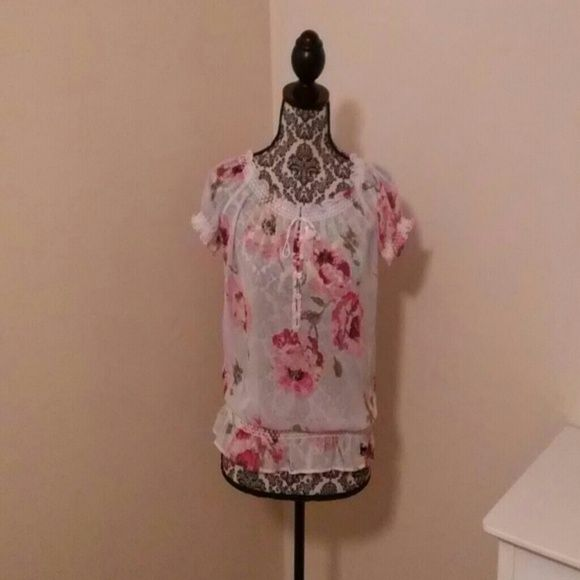 NWOT Ambercrombie & Fitch blouse ?? beautiful NWOT Abercrombie & Fitch short sleeve blouse. Very sheer, great for summer!! Size is medium ?? Abercrombie & Fitch Tops Blouses