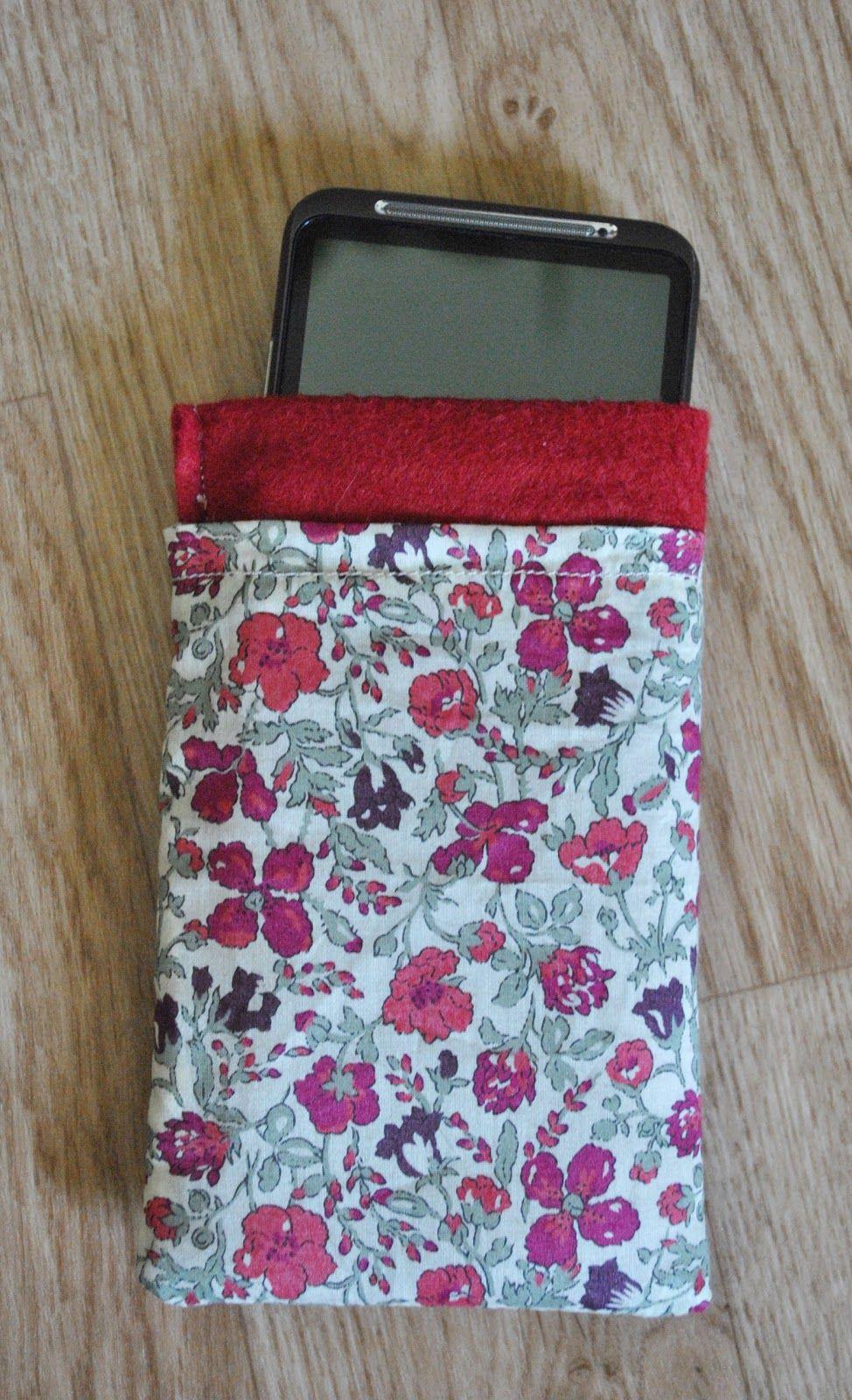 diy tuto housse portable tissu feutrine t l phone. Black Bedroom Furniture Sets. Home Design Ideas