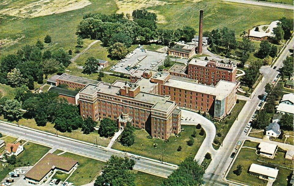 Mercy Hospital Davenport Iowa Where Me And All My Sisters And My Brother Were Born Davenport Iowa Summer Travel Iowa
