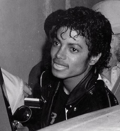 Michael Jackson Wearing Jerry Curls Michael Jackson Picture Michael Jackson Thriller Michael Jackson Photos Of Michael Jackson