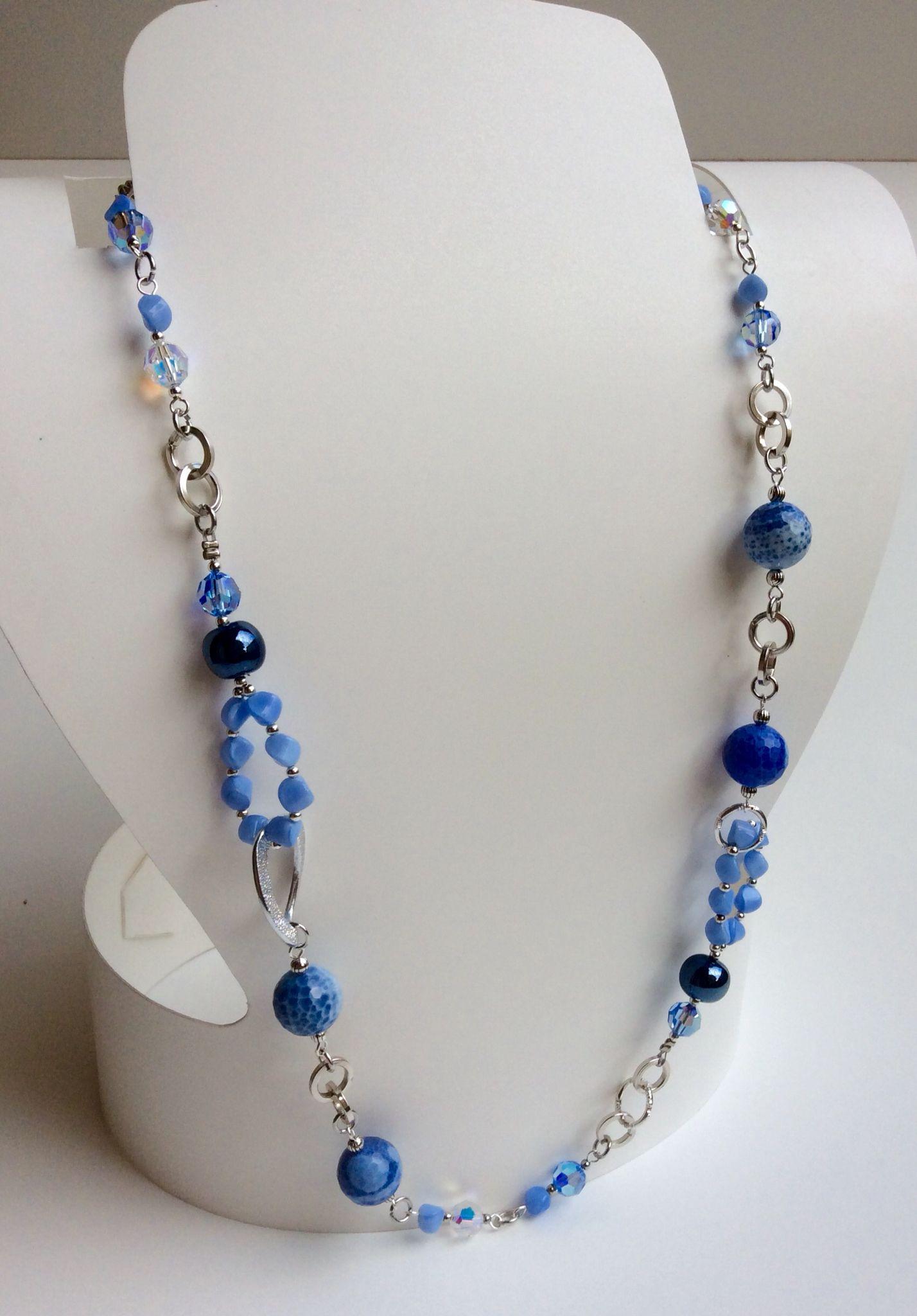 Collana con agate di fuoco celesti perle blu in ceramica perline twist in vetro cristalli - Collane di design ...