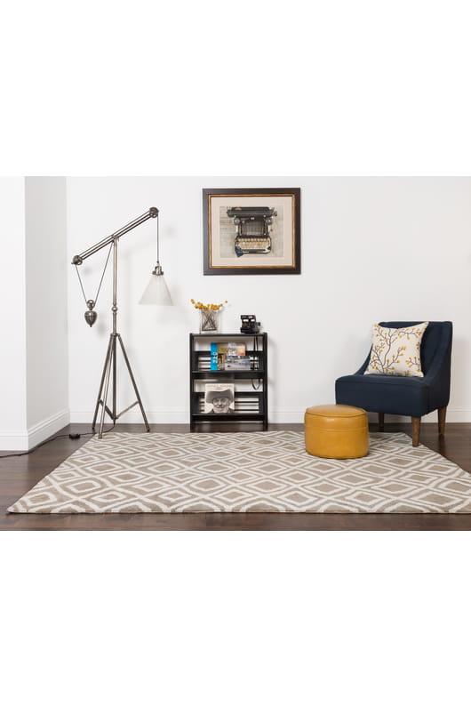Designer Carpet Modern Trendy Short Pile Rug In Red Cream Marl