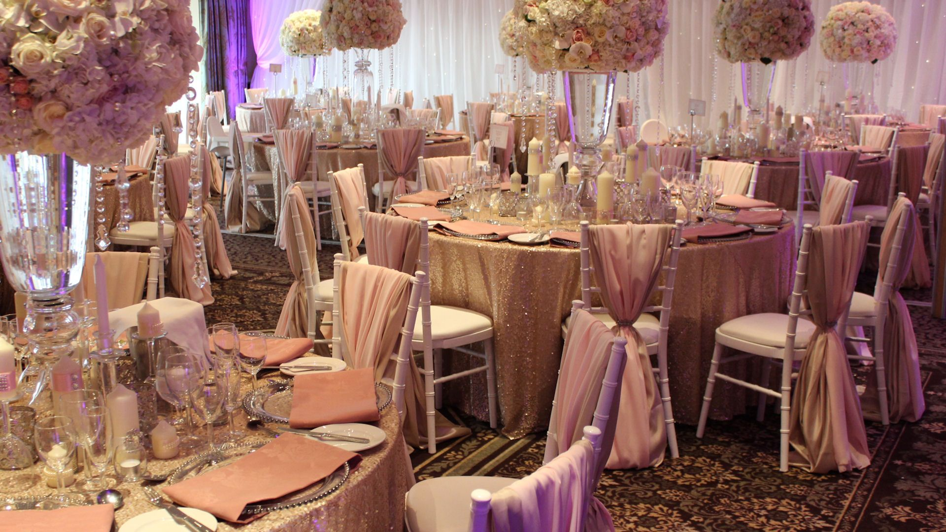 Love These Champagne Gold Sequin Table Cloths
