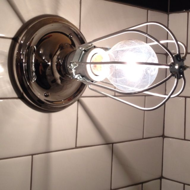Great light fixture at Malnati's in Chicago.