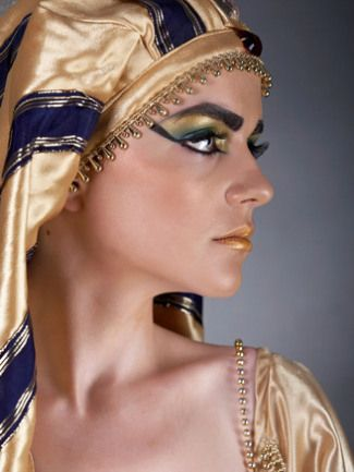 a picture i found that shows a traditional makeup look