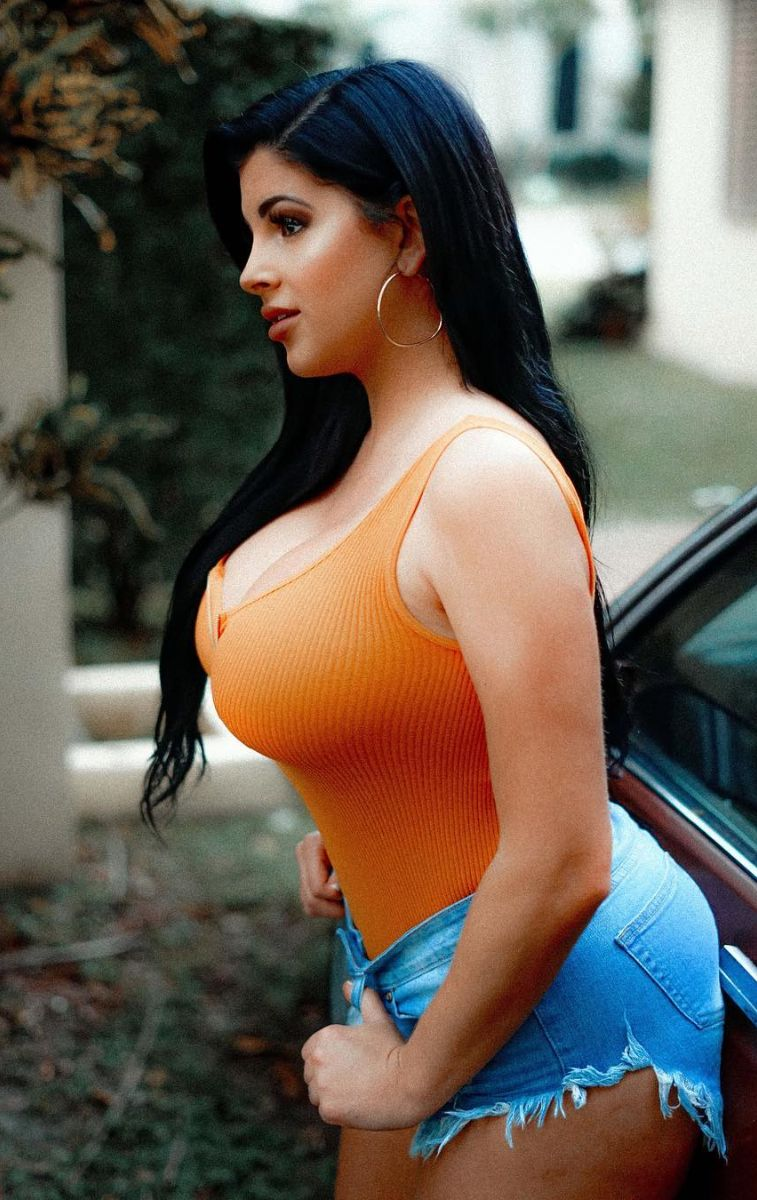 Girl pics curvy PICTURES FROM