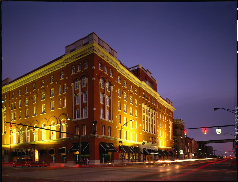 Night view of the Westin Columbus Ohio wedding venues