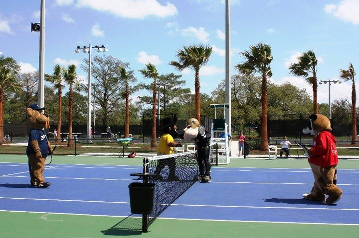 Public Tennis Courts City Park Pepsi Tennis Center New Orleans La If You Re Ready To Work Off All Those Beign Public Tennis Courts Tennis Court Play Tennis