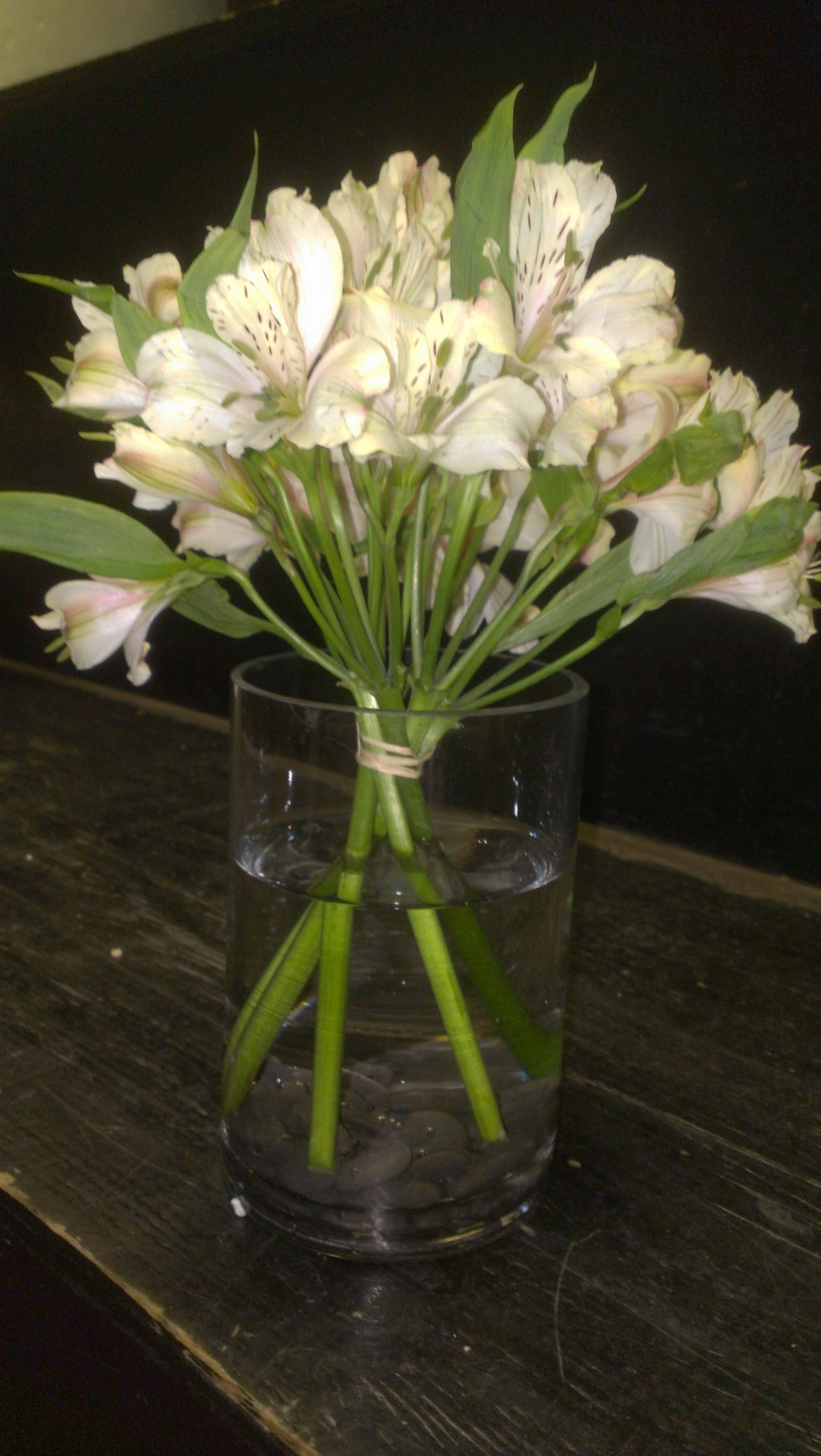 Let This Simple And Savvy Arrangement Of Alstroemeria Or Peruvian