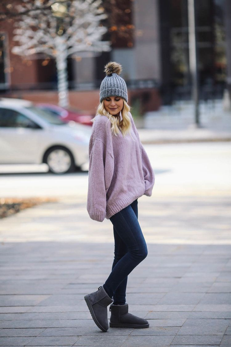 Oversize sweater, UGG boot outfit